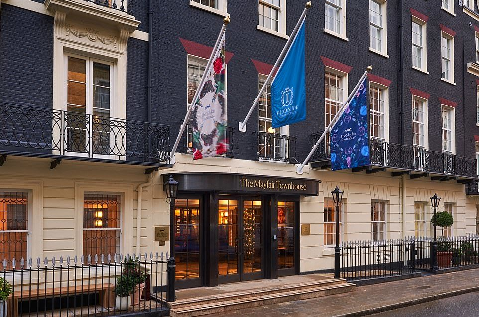 36863446-9046279-The_Mayfair_Townhouse_is_a_super_swanky_former_Hilton_just_off_P-a-87_1608211970076