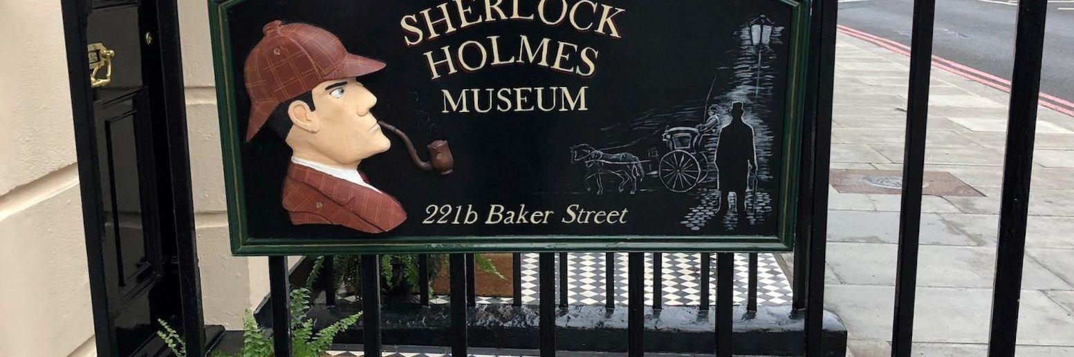 The-Sherlock-Holmes-Museum-placard-@Muriel-Carre-1553x517